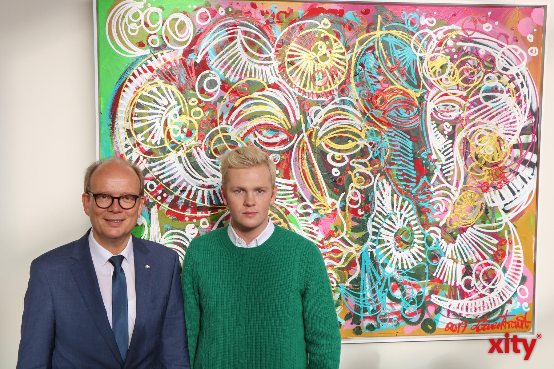 Landtagspräsident André Kuper und der Künstler Leon (Foto: xity)