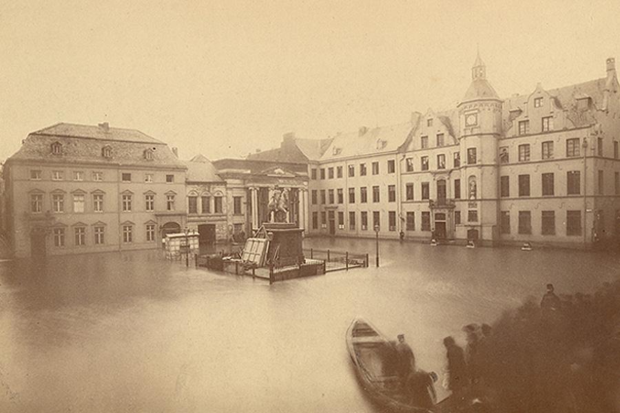 Marktplatz überflutet, 1882 - 1883 (Foto: Stadtmuseum/Wilhelm Otto)