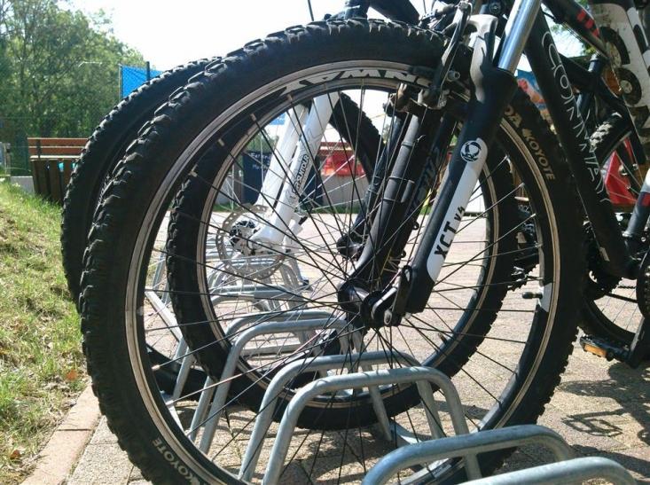 Den Drahtesel vor Wind und Wetter schützen: Neue Fahrradboxen für den S-Bahnhof Hamm (Foto: xity)