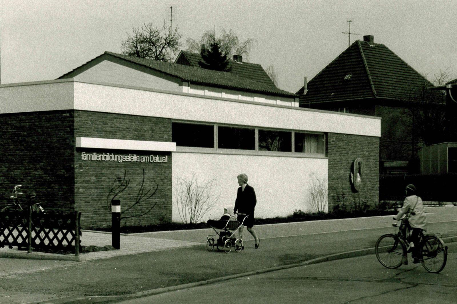 Das historische Foto des Monats Februar 2020 zeigt die Familienbildungsstätte am Ostwall vor 50 Jahren. (Foto: Stadt Bochol)