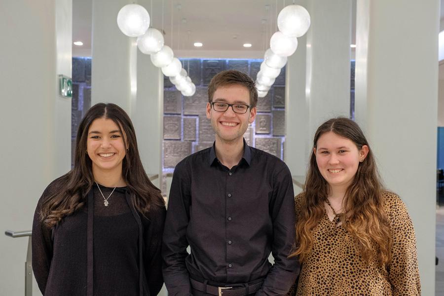 Das neue Sprecher-Team: Nada Haddou-Temsamani, Lukas Mielczarek und Celine Holz (Foto: Stadt Düsseldorf/Uwe Schaffmeister)