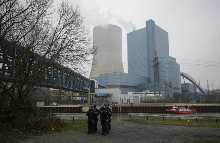 Aktivisten besetzen Kohlekraftwerk in Datteln (© 2020 AFP)