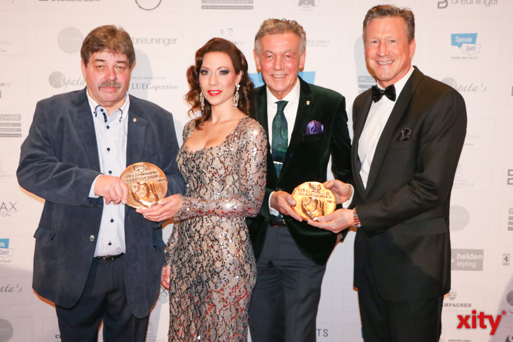 Detlef Krebs, Anja Katharina Baudeck, Wolfgang Rolshoven und Christian Keller mit den Ehrenamtspreisen (Foto: xity)