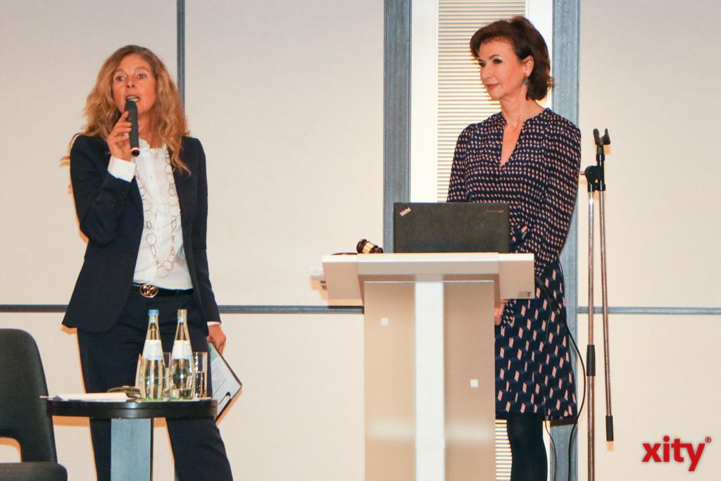 Gabriela Picariello und Auktionatorin Dr. Dorothee Achenbach (Foto: xity)
