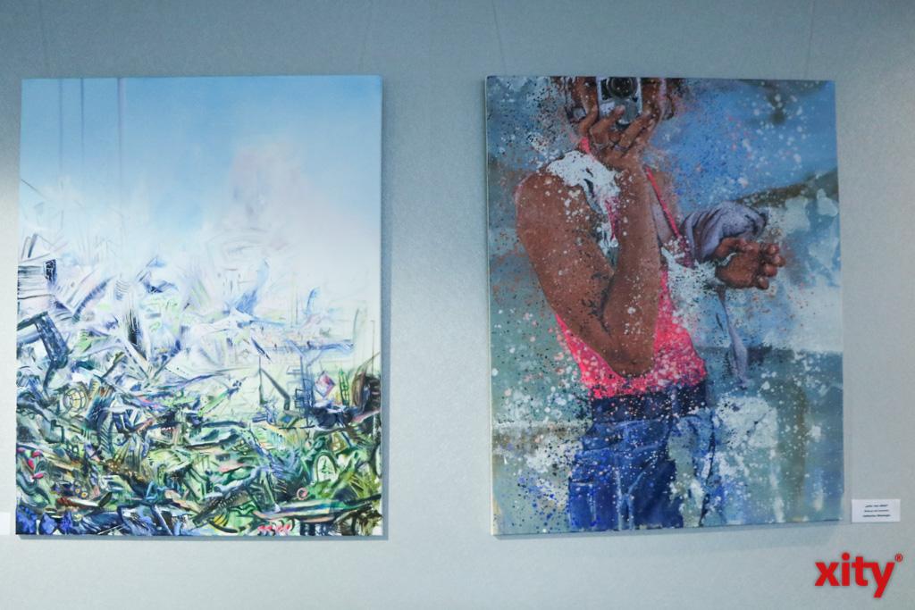 """(v.l.:) """"Rundgänge"""", Alex Fedmann, Öl auf Leinwand und """"eine von allen"""", Catherine Shamugia, Öl/Acryl auf Leinwand (Foto: xity)"""