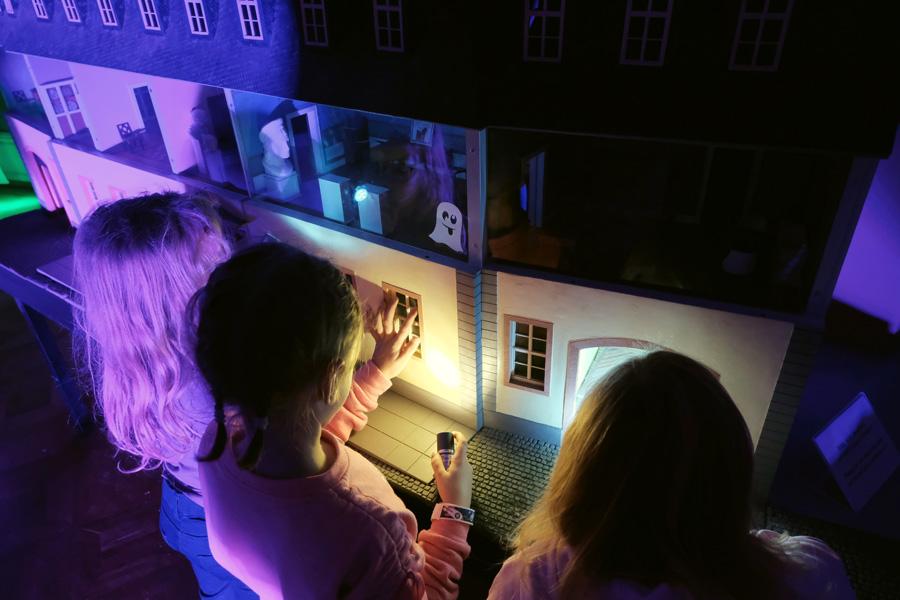 Auch im Goethe-Museum fanden Taschenlampenführungen statt (Foto: Stadt Düsseldorf/Michael Gstettenbauer)