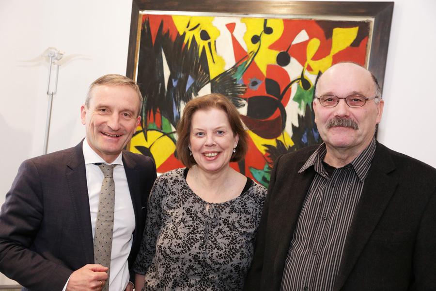 OB Thomas Geisel mit Michaela Rüping, Botschafterin des Vereins Auszeit für die Seele, und dessen Gründer Reinhard Hunecke (Foto: Stadt Düsseldorf/Ingo Lammert)