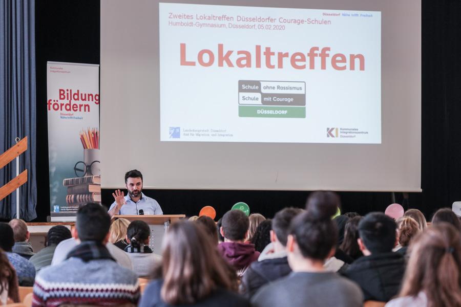 """Treffen der Düsseldorfer """"Schulen ohne Rassismus - Schulen mit Courage"""" am Humboldt-Gymnasium (Foto: Stadt Düsseldorf/Melanie Zanin)"""