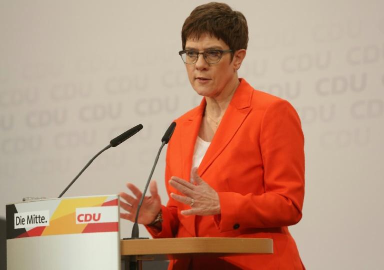 Kramp-Karrenbauer: Thüringer SPD und Grüne sollen Ministerpräsidenten nominieren (© 2020 AFP)