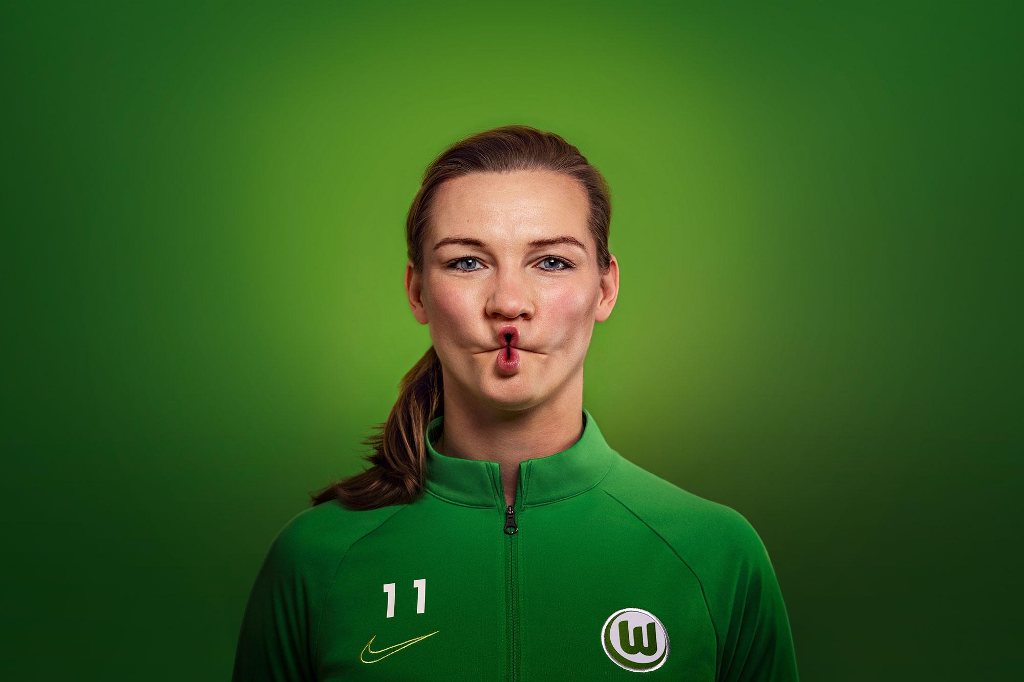 Alexandra Popp vom VfL Wolfsburg macht den 8er-Kussmund vor. (Foto: Stadt Wolfsburg)