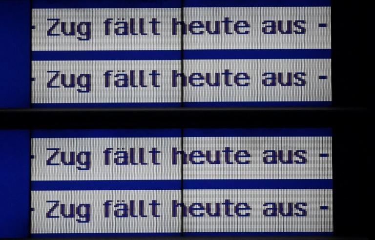 """Wintersturm """"Sabine"""" fegt über Deutschland und bringt Bahnverkehr durcheinander (© 2020 AFP)"""