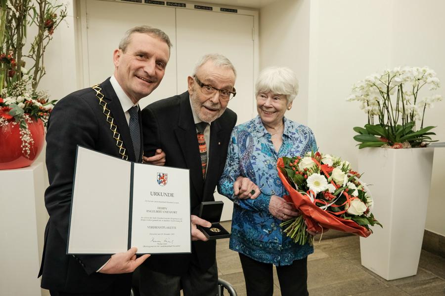 Engelbert Oxenfort im Rathaus ausgezeichnet
