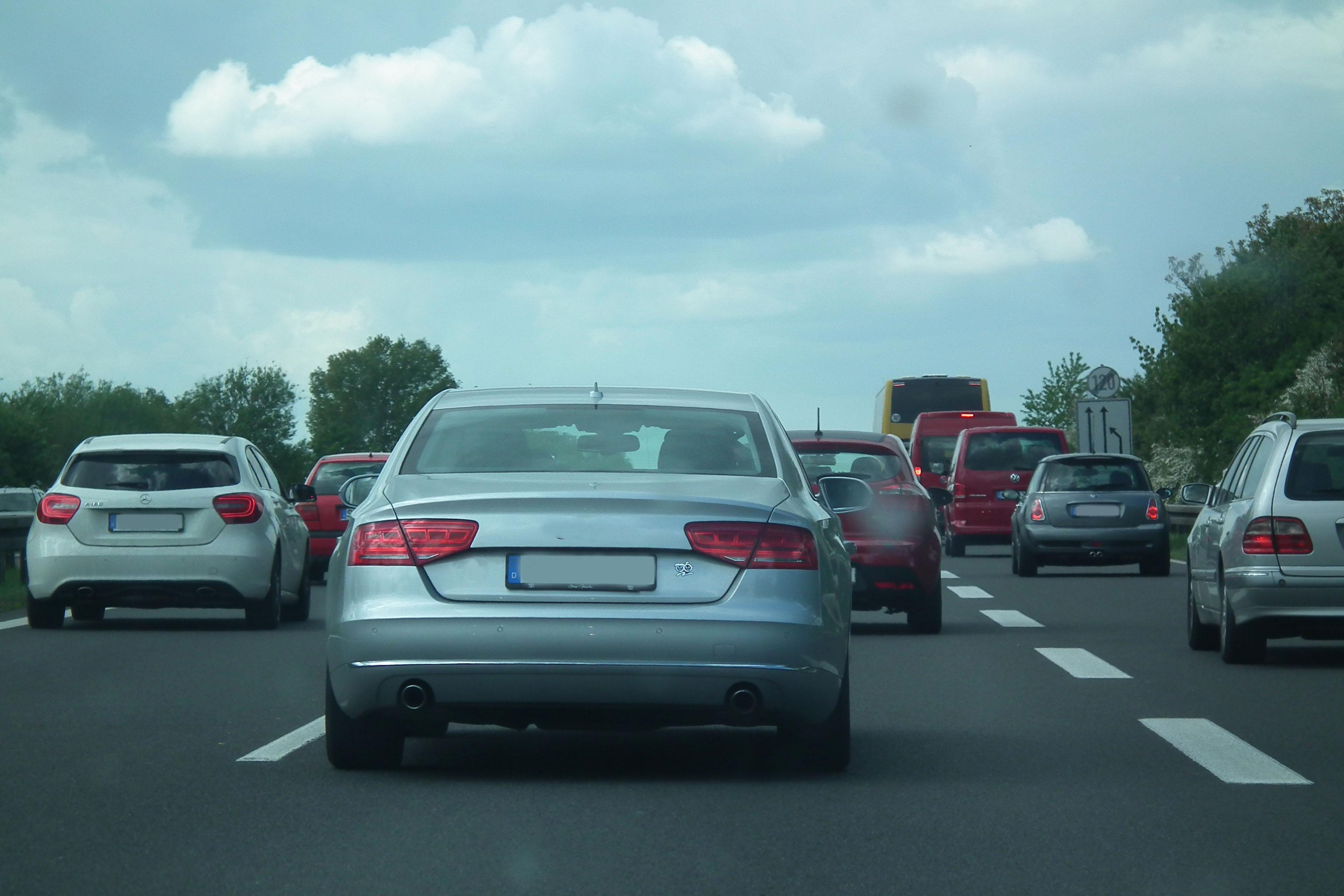 Vorsicht bei Seitenwind im Straßenverkehr