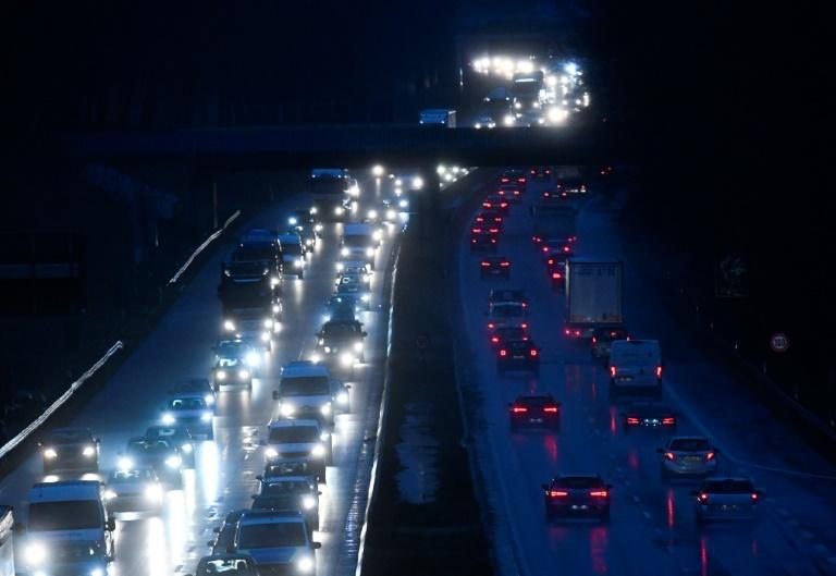 Berichte: Verkehrsministerium reicht Schiedsklage gegen Pkw-Mautfirmen ein (© 2020 AFP)
