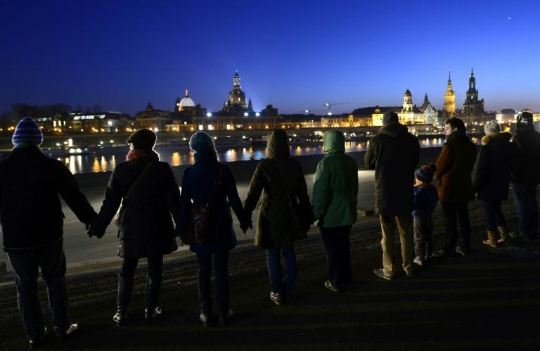 Tausende Menschen erinnern an die Zerstörung Dresdens vor 75 Jahren (© 2020 AFP)