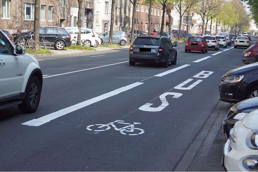 Die Umweltspur an der Merowinger Straße hat laut wissenschaftlichem Gutachten zur Verbesserung der Luftqualität beigetragen (Foto: Stadt Düsseldorf, Amt für Kommunikation)