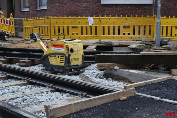 Die Rheinbahn erneuert den Asphalt im Gleisbereich (Foto: xity)