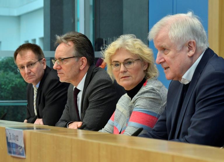 Seehofer: Polizeipräsenz wird nach Anschlag in ganz Deutschland erhöht