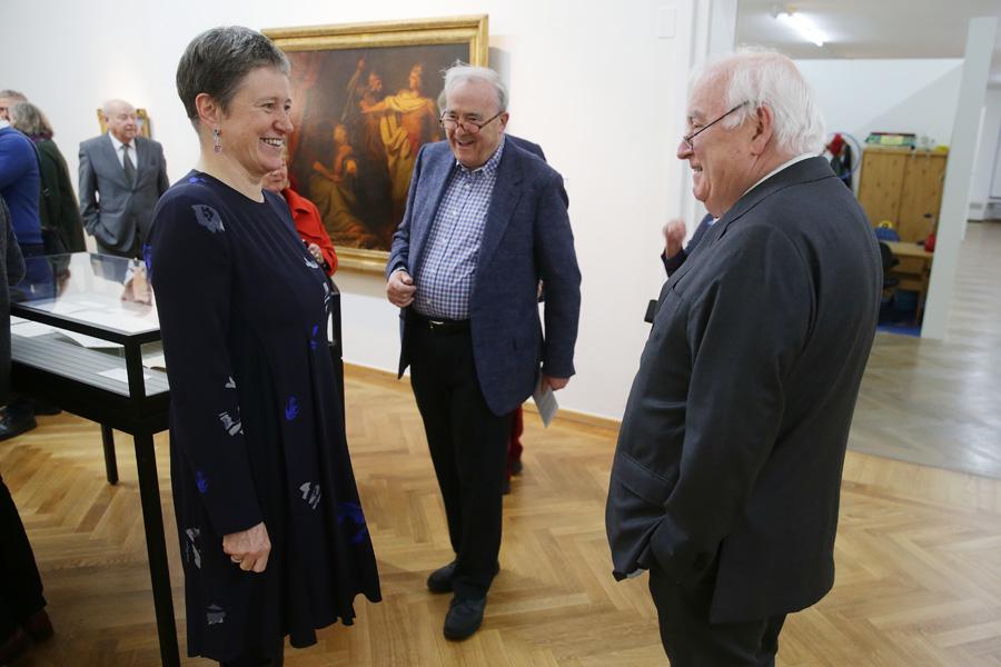 Stadtmuseums-Direktorin Dr. Susanne Anna und Bürgermeister Friedrich G. Conzen (r.) bei der Ausstellungseröffnung (Foto: Stadt Düsseldorf/David Young)