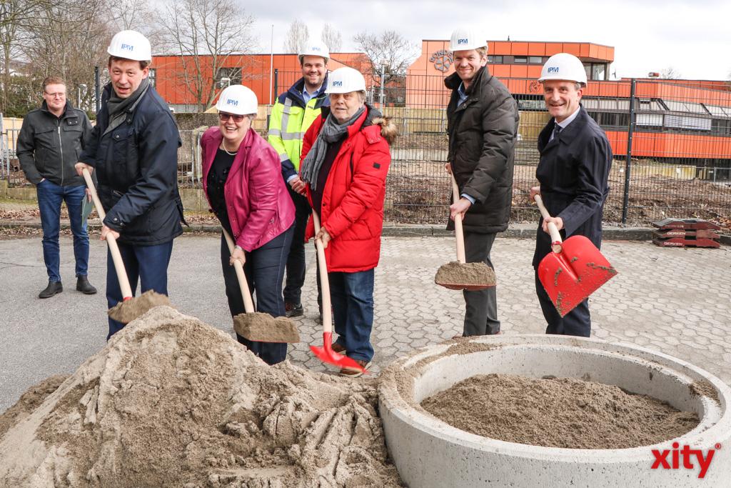 Burkhard Hintzsche, Anne Küppers, Wolfgang Scheffler, Florian Dirszus und Thomas Geisel bei der Grundsteinlegung (Foto: xity)
