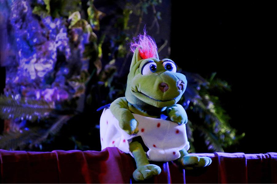 """Die Puppenbühne zeigt """"Kasper und der kleine Drache"""" (Foto: OMK MEDIA/Oliver M. Klamke)"""
