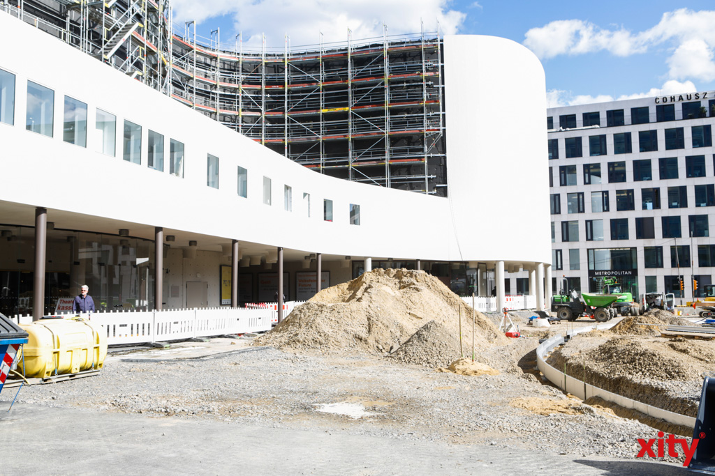 Mit den Arbeiten am Kö-Bogen II und dem Schauspielhaus entsteht ein neuer Verweilort in der Innenstadt (Foto: xity)