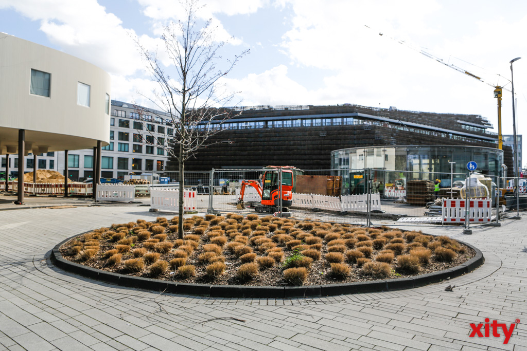 Der neue Gustaf-Gründgens-Platz wird im Sommer 2020 zum Spazieren einladen (Foto: xity)