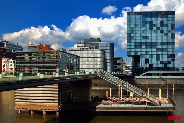Im Düsseldorfer Medienhafen bietet die Stadt aktuelle zwei Grundstücke an (Foto: xity)