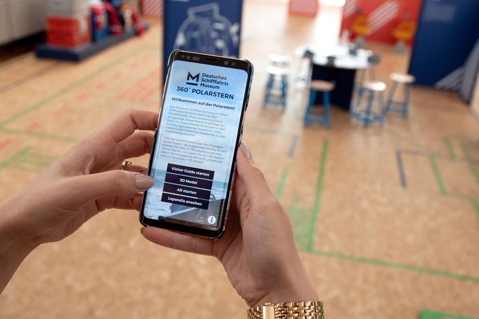 In der Sonderausstellung 360° POLARSTERN - Eine virtuelle Forschungsexpedition ist bereits eine App im Einsatz (Foto: DSM / Mareike Heger)