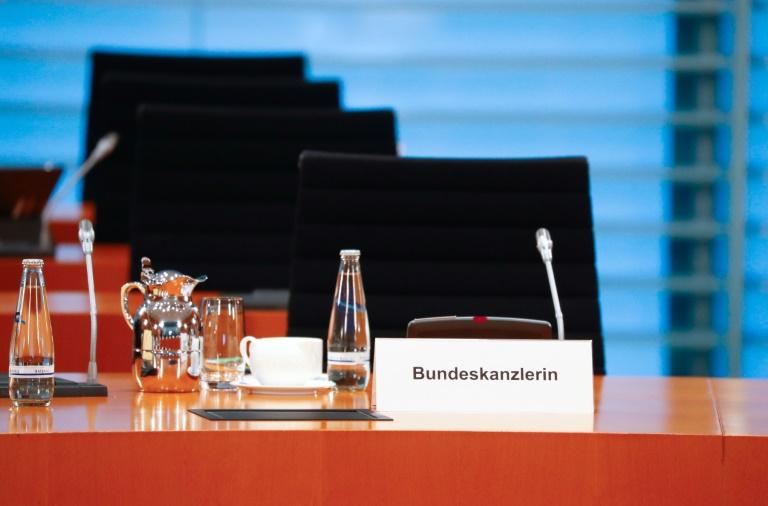 Seibert: Merkel kann trotz häuslicher Quarantäne ihre Dienstgeschäfte führen (© 2020 AFP)