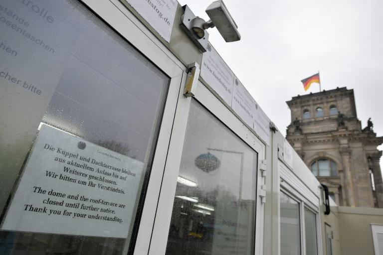 Bundestag will Corona-Gesetzespaket im Eilverfahren verabschieden (© 2020 AFP)