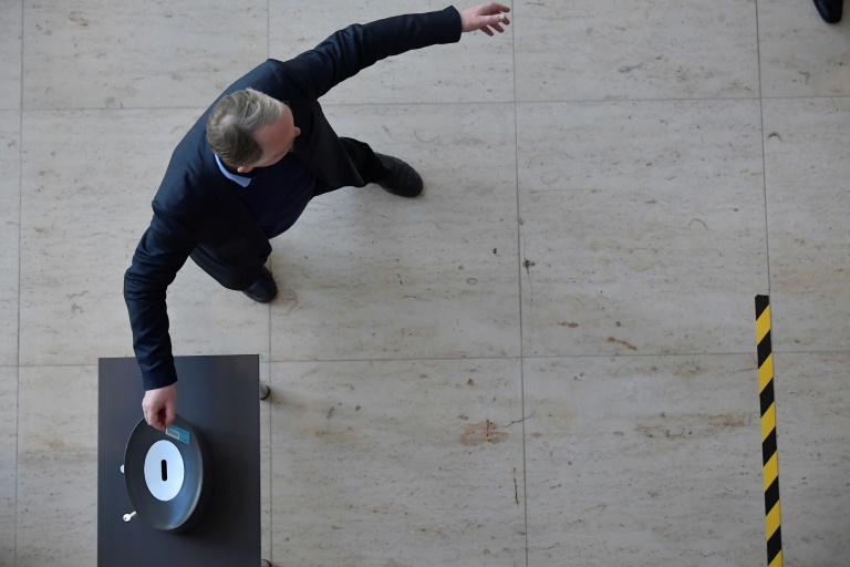 Bundestag nimmt Nachtragshaushalt mit großer Mehrheit an (© 2020 AFP)
