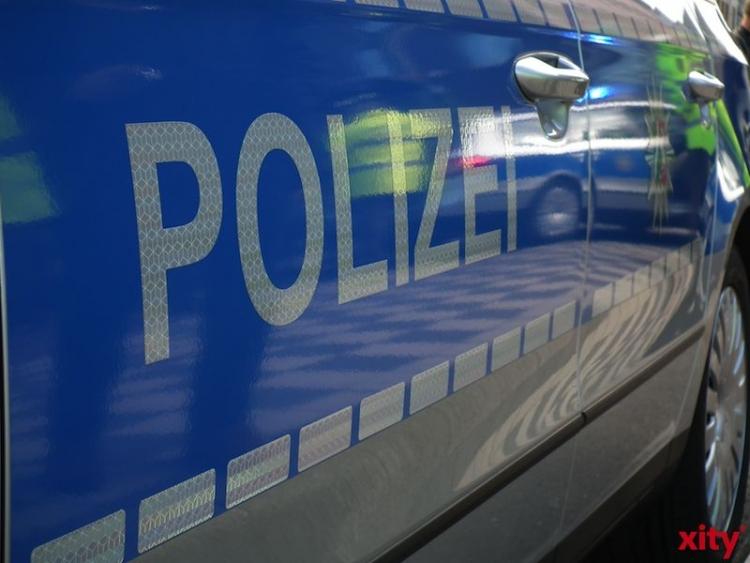 Polizei in NRW muss Klopapierkäuferin in Handfesseln aus Einkaufsmarkt tragen (Foto: xity)