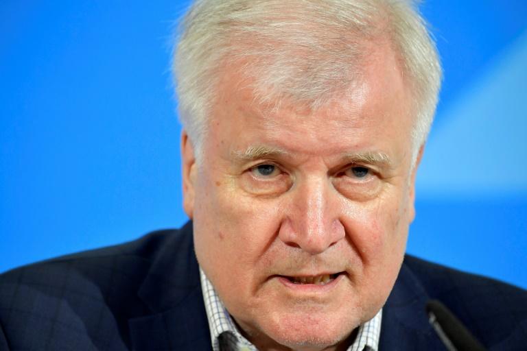 Seehofer befürwortet Bundesliga-Spielbetrieb unter strengen Voraussetzungen