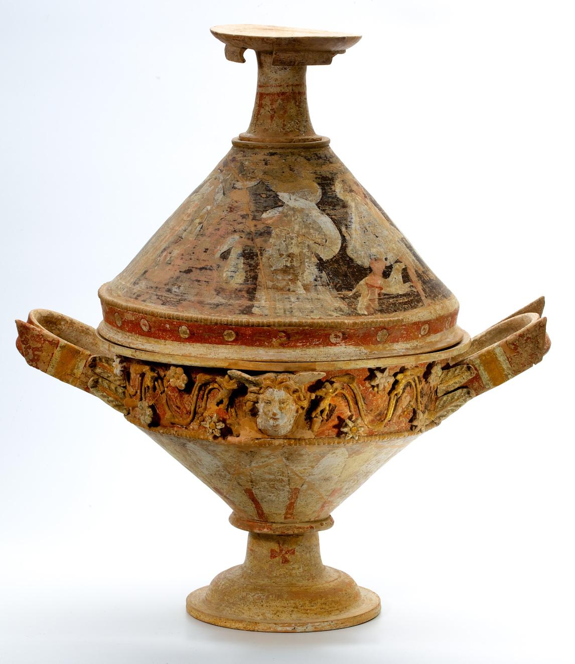 Polychrome Relieflekanis aus Centuripe, Dionysische Szene, 3./2. Jh. v. Chr. (Foto: Hetjens - Deutsches Keramikmuseum)