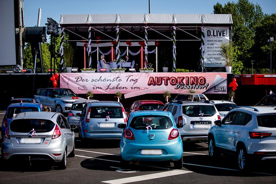Erstes Paar heiratet standesamtlich in einem Autokino (Foto: D.LIVE/ Anne Orthen)