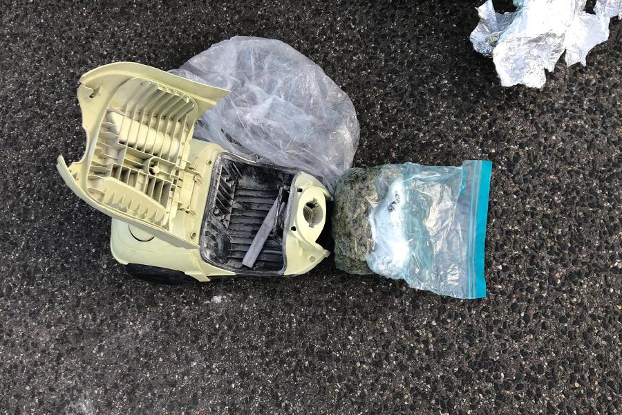 Die Drogen waren in einem Staubsauger im Kofferraum versteckt (Foto: Polizei Düsseldorf)