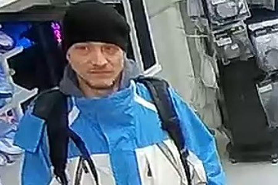 Bankkartenbetrug: Wer kennt diesen Mann? (Foto: Polizei Düsseldorf)