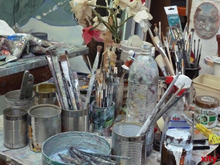 Der rumänische Maler Adrian Preda zeigt seine Werke im Atelier am Eck (Foto: xity)