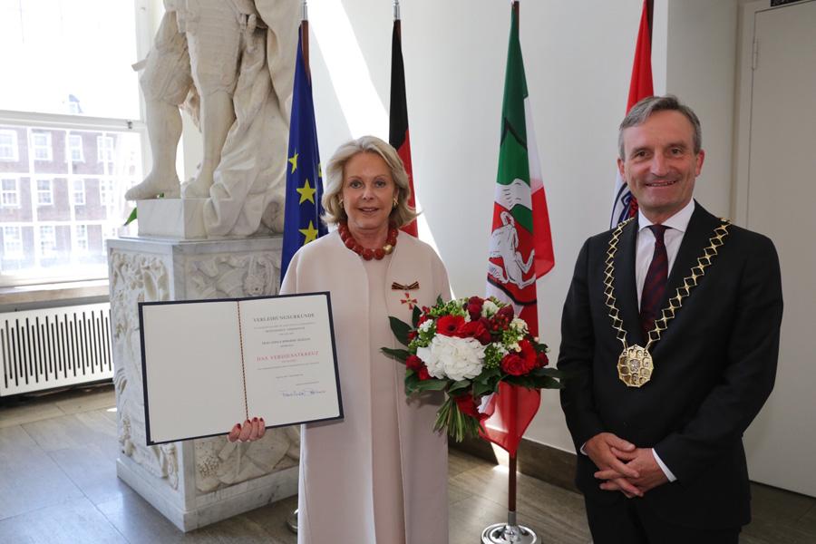 Gisa Berghof-Tilmann und Oberbürgermeister Thomas Geisel (Foto: Stadt Düsseldorf/Ingo Lammert)
