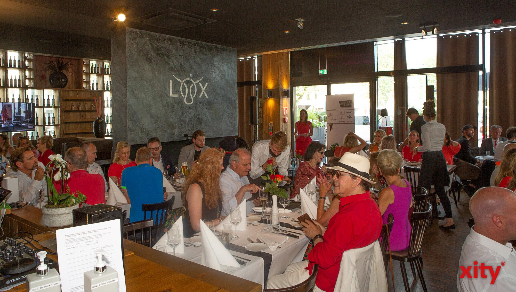 Viele prominente Gesichter Düsseldorfs waren Gast beim Kochtheater (Foto: xity)