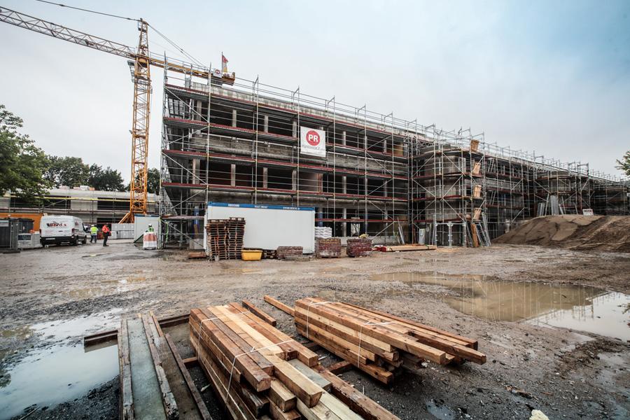 Das Bestandsgebäude wird saniert und gleichzeitg umgebaut (Foto: Stadt Düsseldorf/Melanie Zanin)