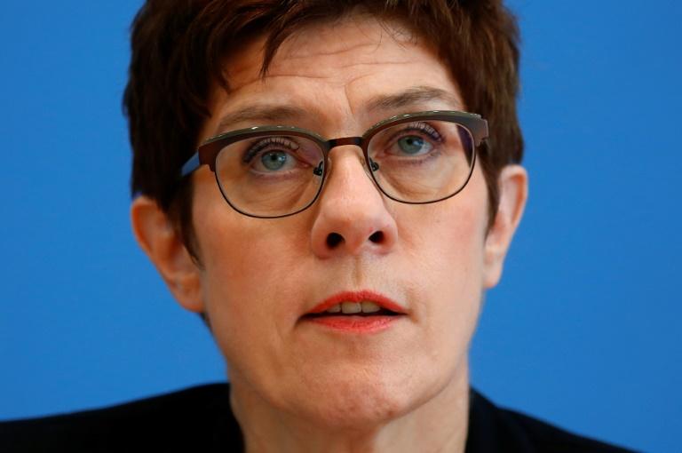 Bericht: Kramp-Karrenbauer will Frauenquote in CDU durchsetzen