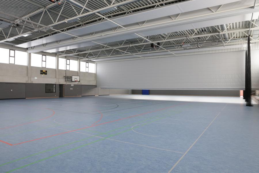 Die teilbare Dreifachsporthalle mit einer Fläche von 2.054 Quadratmetern (Foto: Stadt Düsseldorf/Ingo Lammert)