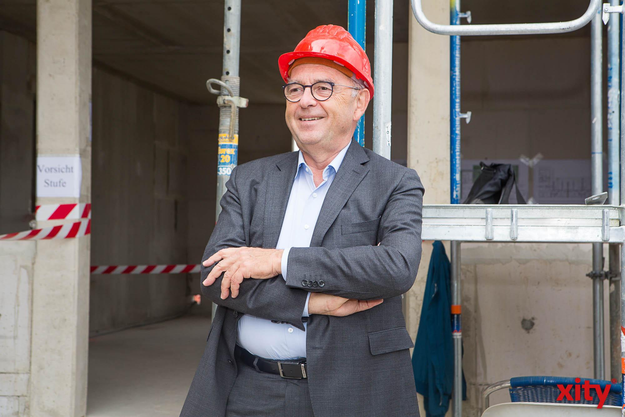 Norbert Walter-Borjans besuchte ein soziales Wohnbauprojekt in Düsseldorf (Foto: xity)