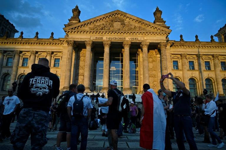 """Brandenburger Verfassungsschutz spricht von """"chaotischer Anti-Corona-Mixtur"""" in Berlin (© 2020 AFP)"""