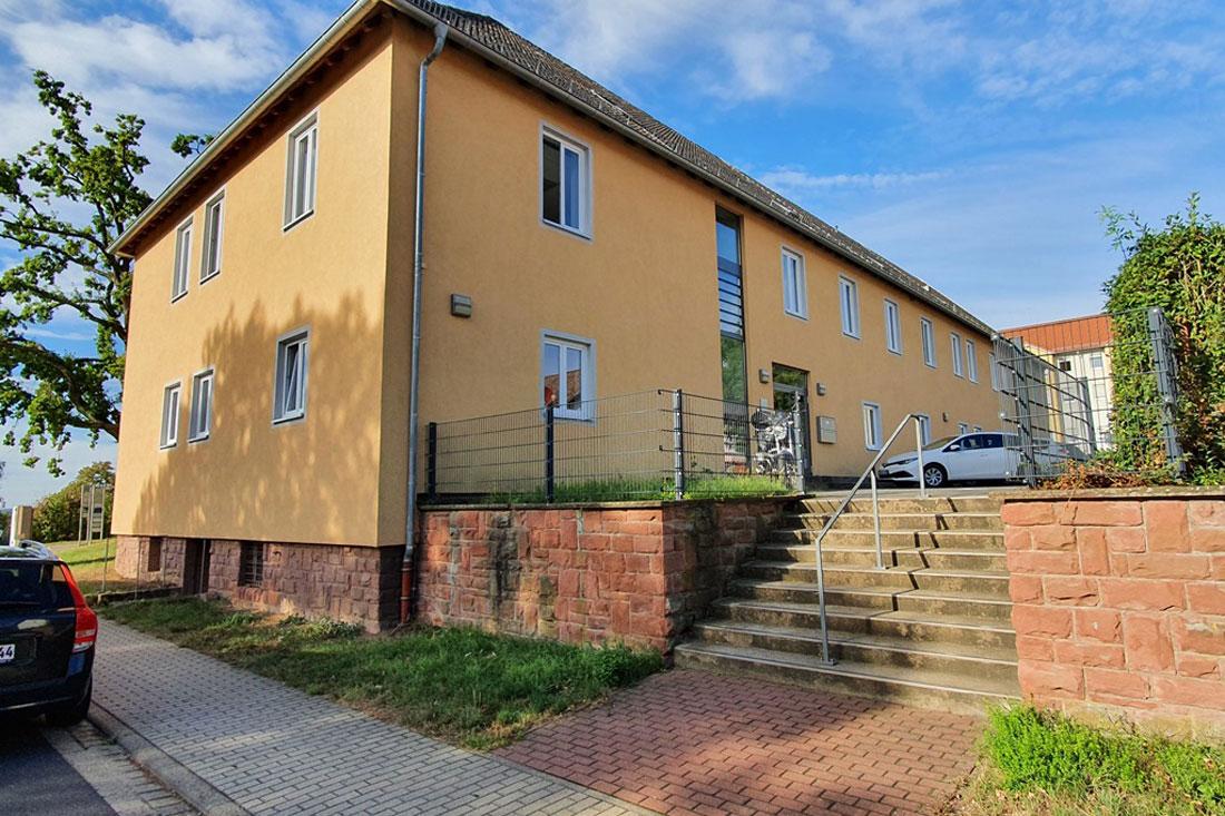 Die Außenstelle Reinhardshof der Stadtverwaltung ist im Gebäude John-F.-Kennedy-Straße 1 untergebracht. (Foto: Stadt Wertheim)