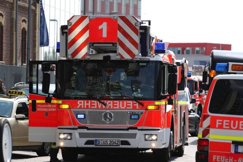 Feuerwehr Düsseldorf löschte glimmenden Farbpigmente Sack in Trocknungsofen ab und befreite den Bereich vom Brandrauch (Foto: xity)