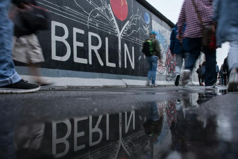 Blick auf deutsche Einheit unterscheidet sich in Ost- und Westdeutschland (© 2020 AFP)