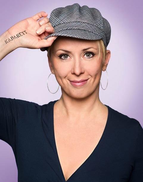 Martina Brandl moderiert den Quatsch Comedy Club (Foto: SeriousFun)